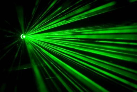 Bezpieczeństwo pracy i ocena ryzyka zawodowego przy korzystaniu z urządzeń laserowych